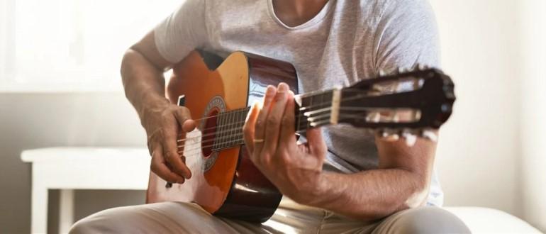 Choisir une bonne guitare acoustique